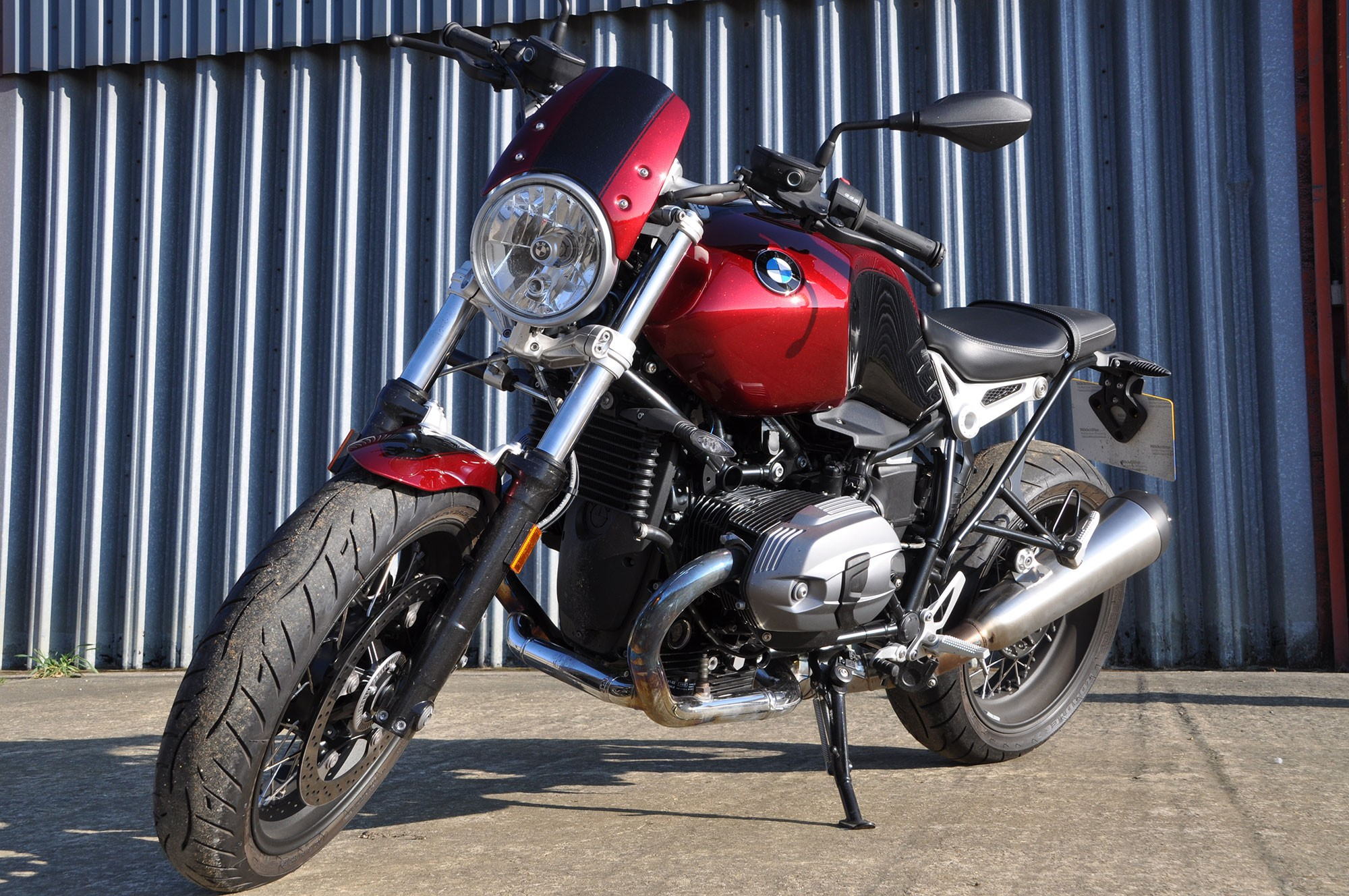 Candy cherry red custom BMW R-Nine T Pure